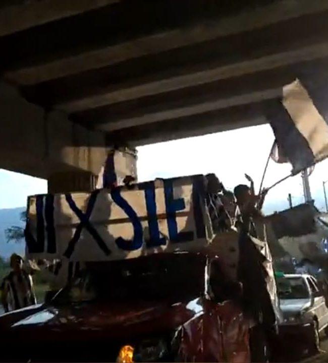 Rayados no respetaron indicaciones y armaron caravana 2