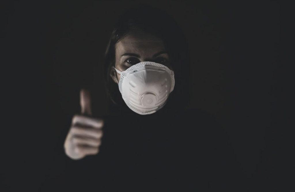 Nueva cepa del virus es más agresiva en jóvenes y más fácil de contagiarse de acuerdo a médicos de Reino Unido. ¿Cómo afecta a las vacunas?