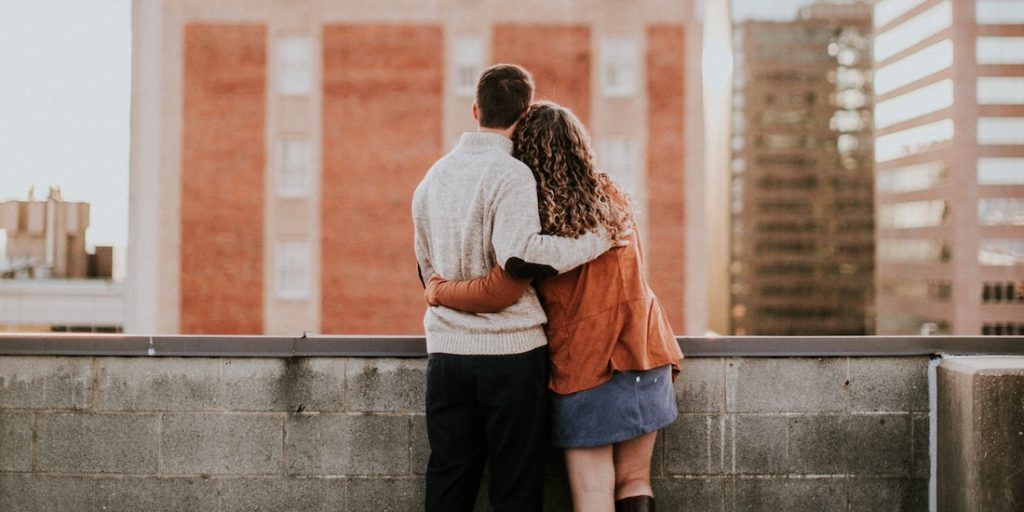 ¿Cómo el contacto físico puede ayudar a construir una relación más sólida con tu pareja? Con estos consejos puedes mejorar la relación con tu pareja.
