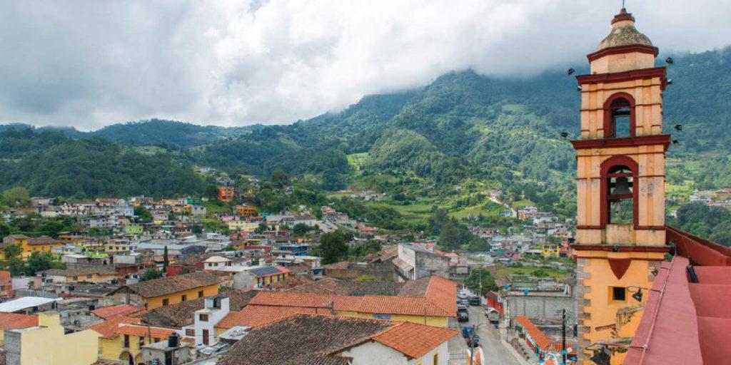 Tetela de Ocampo. La Sierra Norte de Puebla está rodeada de cerros y mucha vegetación, ideal para los amantes del ecoturismo y actividades al aire libre. La lista de los nuevos pueblos mágicos de México se ha actualizado con estos destinos turísticos. Guía Turística 2021 de México.